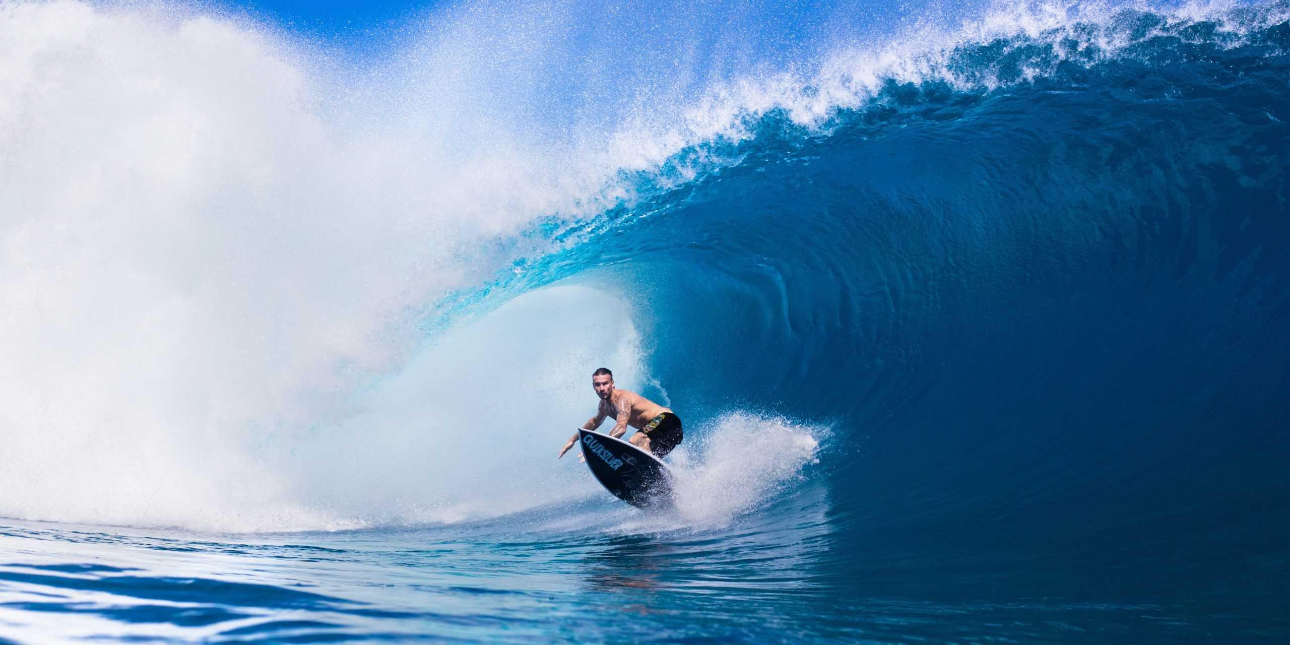 Quiksilver surfing